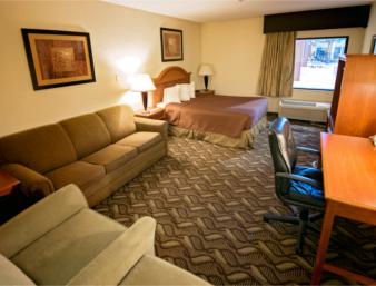 1 Queen Bed Jacuzzi Suite